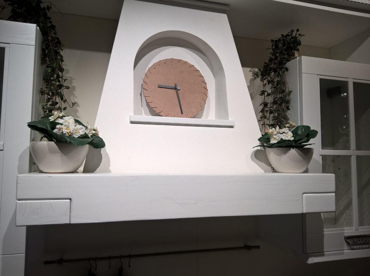cucina classica particolare cappa camino - Centro Cucine Oltrepo